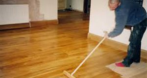 покрити лаком дерев'яну підлогу